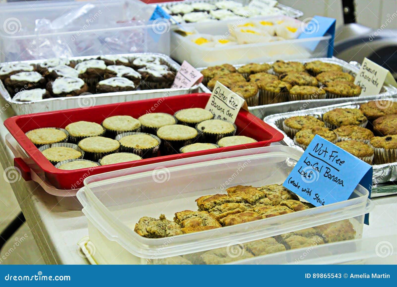 Articles gratuits de gluten et d écrou à une vente de cuisson