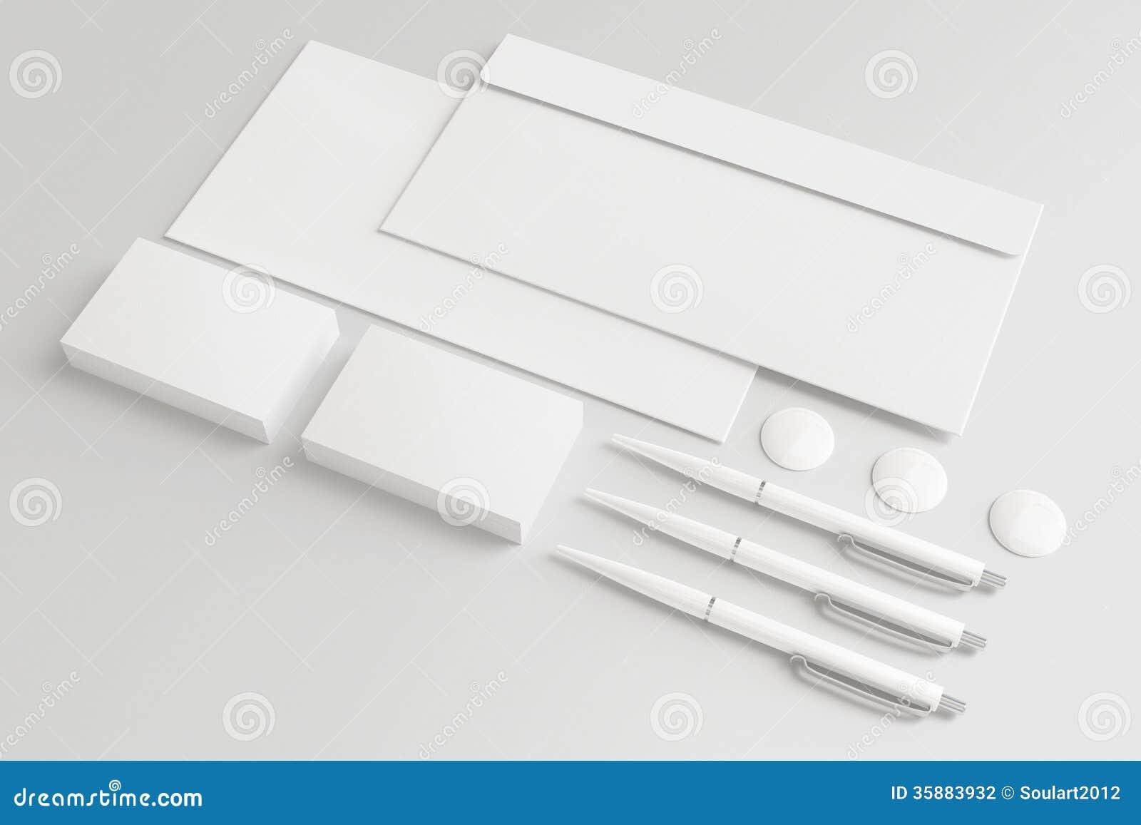Artigos de papelaria vazios/grupo incorporado da identificação isolado no branco