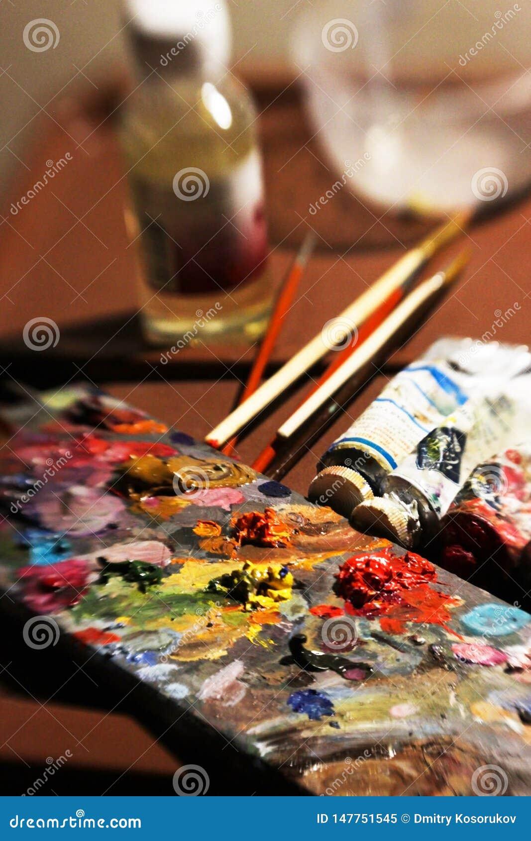 Artigos a pintar com pinturas de ?leo