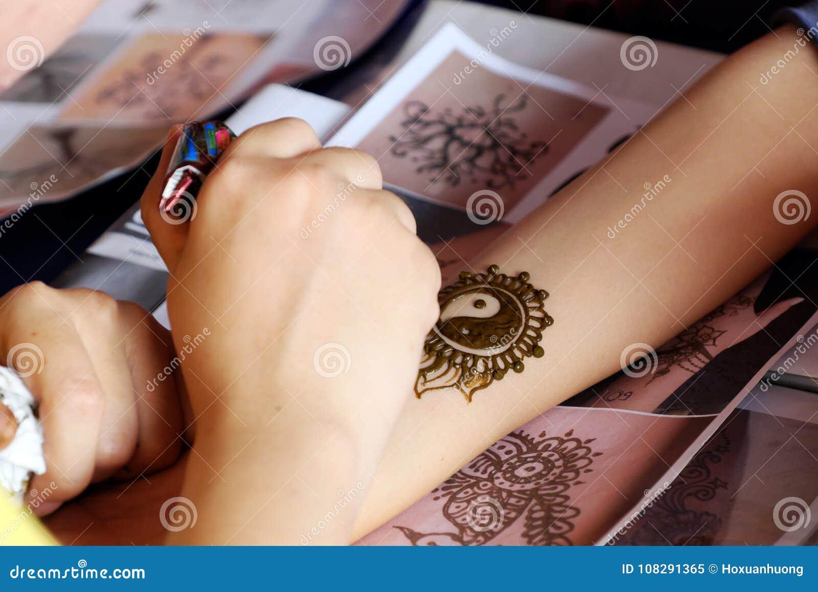 Artist Drawing Henna Indian Mehndi Editorial Image Image Of