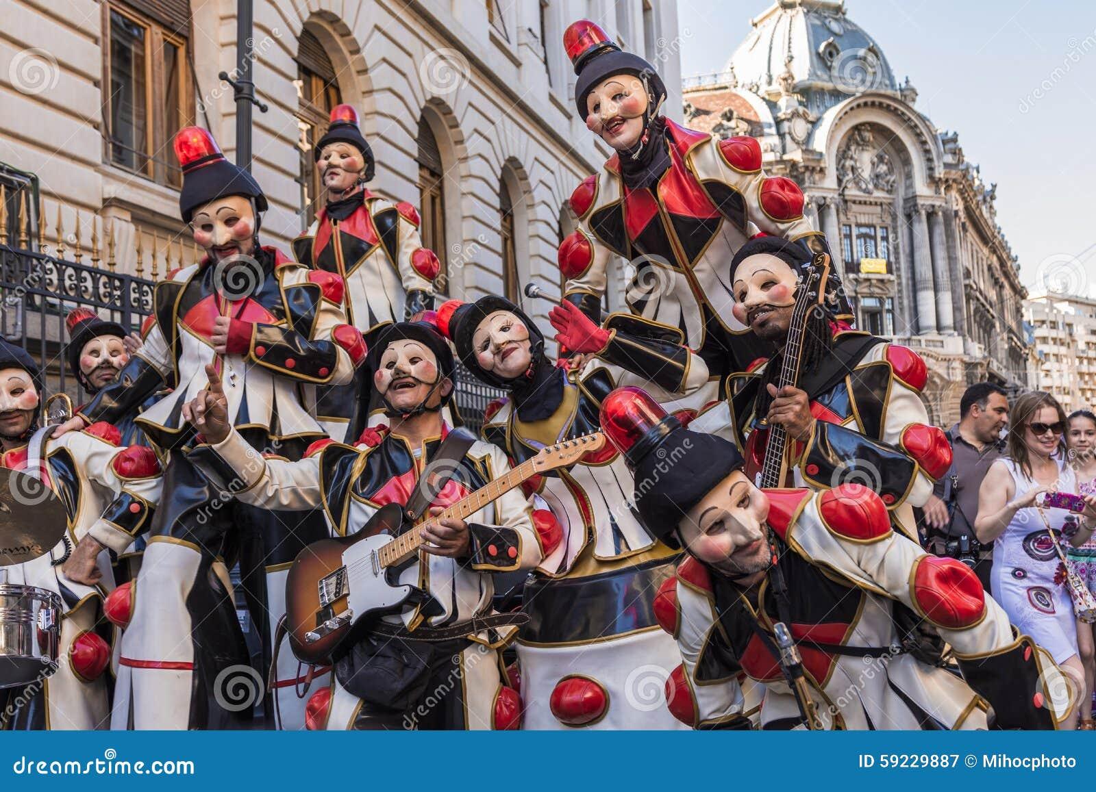 Download Artistas Vestidos Como Payasos Fotografía editorial - Imagen de expresión, bufón: 59229887