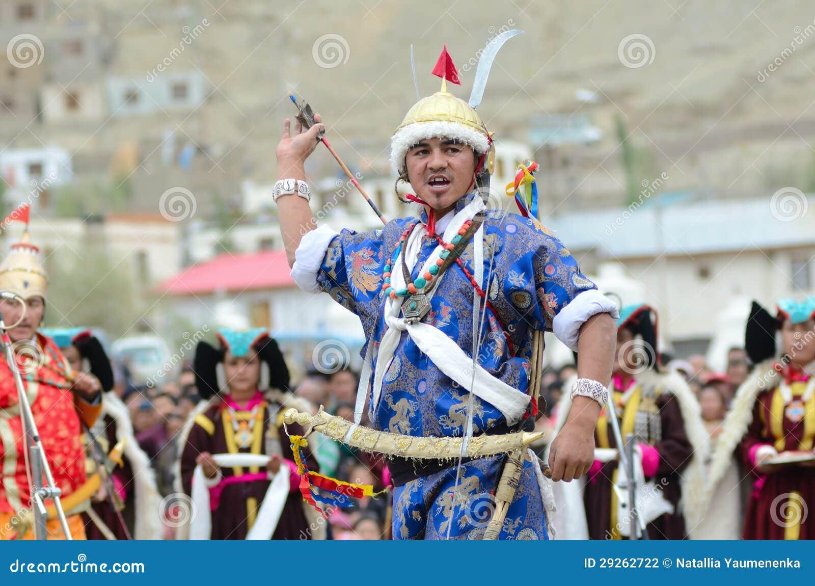 Artiste sur le festival de l héritage de Ladakh