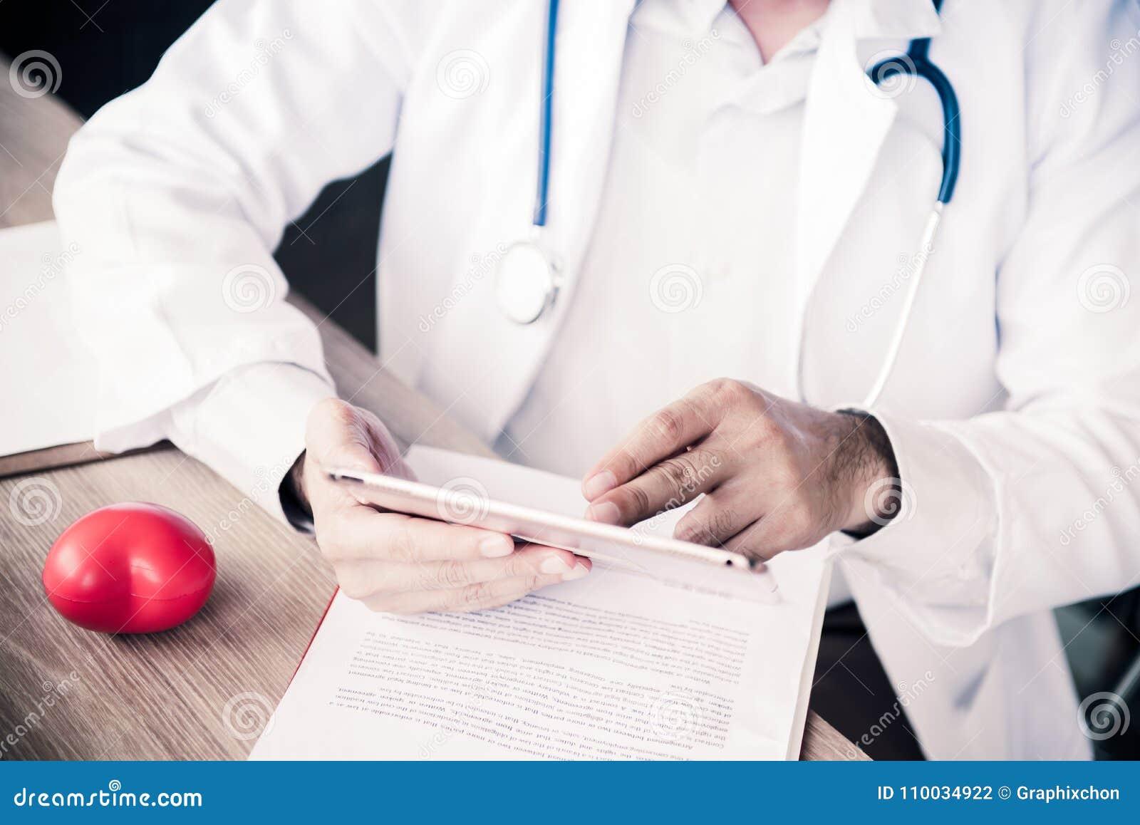 Arts met Hartkwaalcontroleur