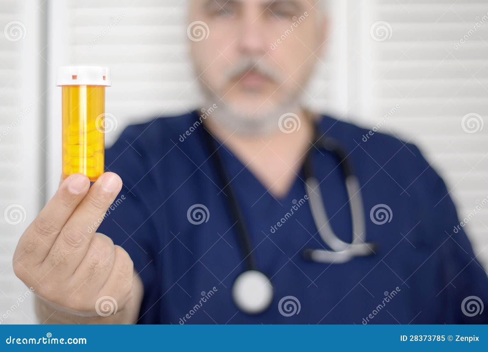 Arts met pillenfles