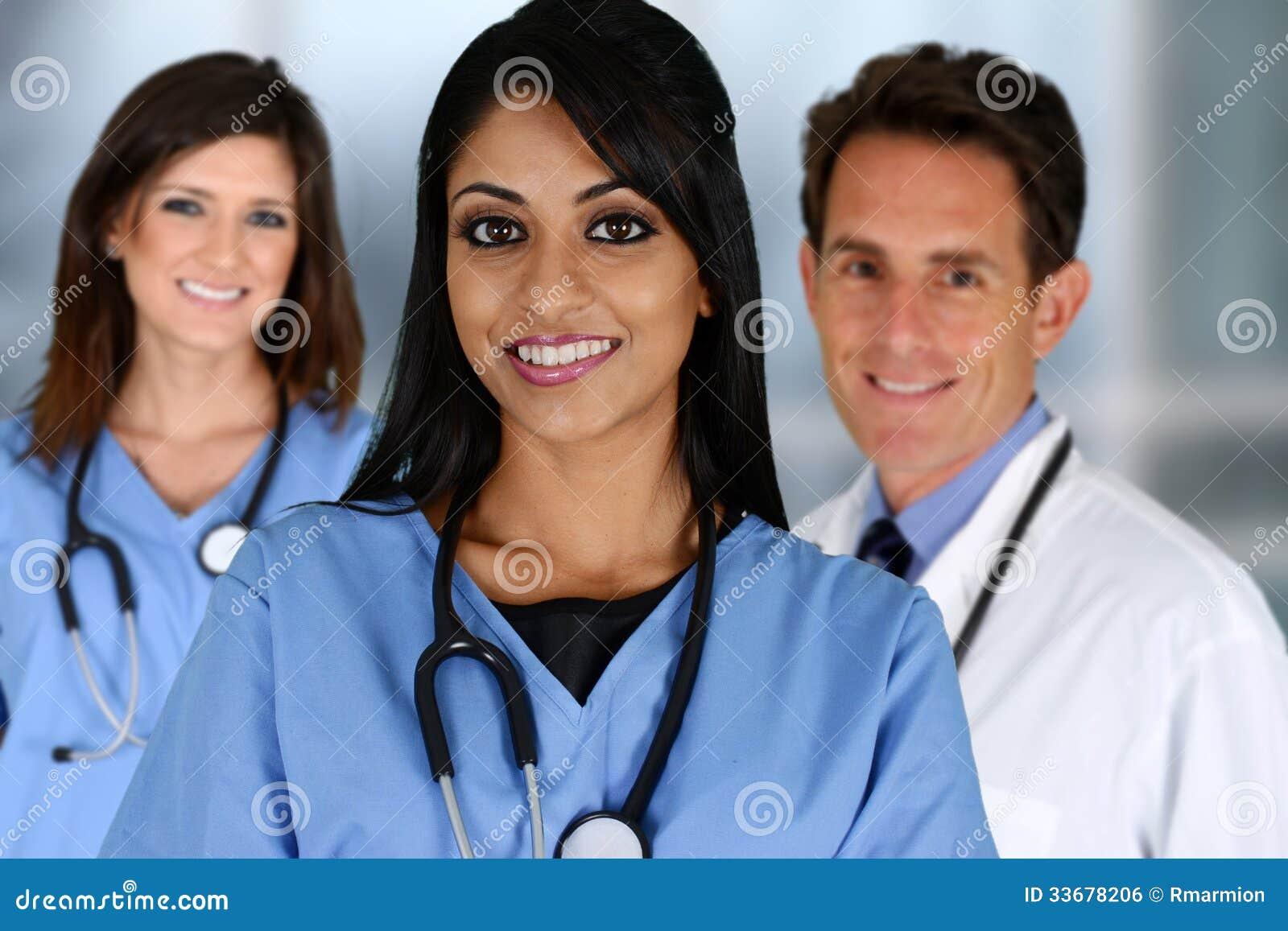 Artsen en Verpleegster