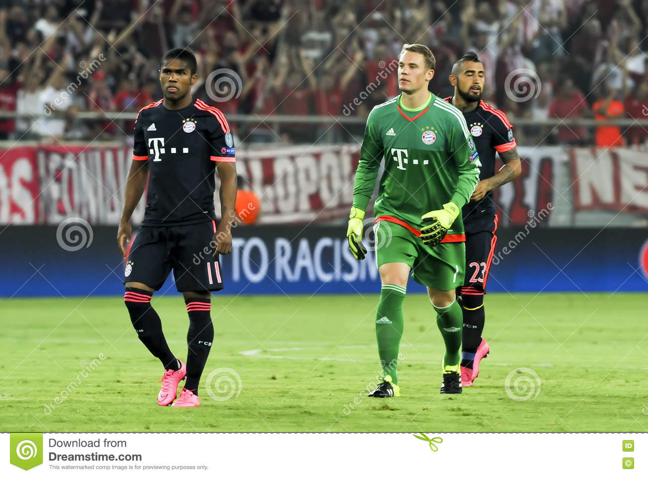 Arturo Vidal R Manuel Neuer C And Douglas Costa L During T