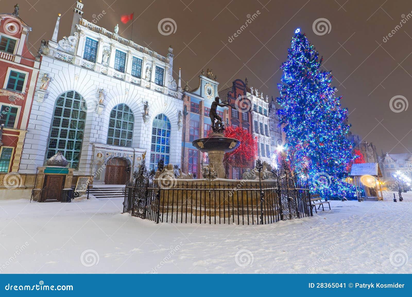 artus gericht in der winterlandschaft mit weihnachtsbaum. Black Bedroom Furniture Sets. Home Design Ideas