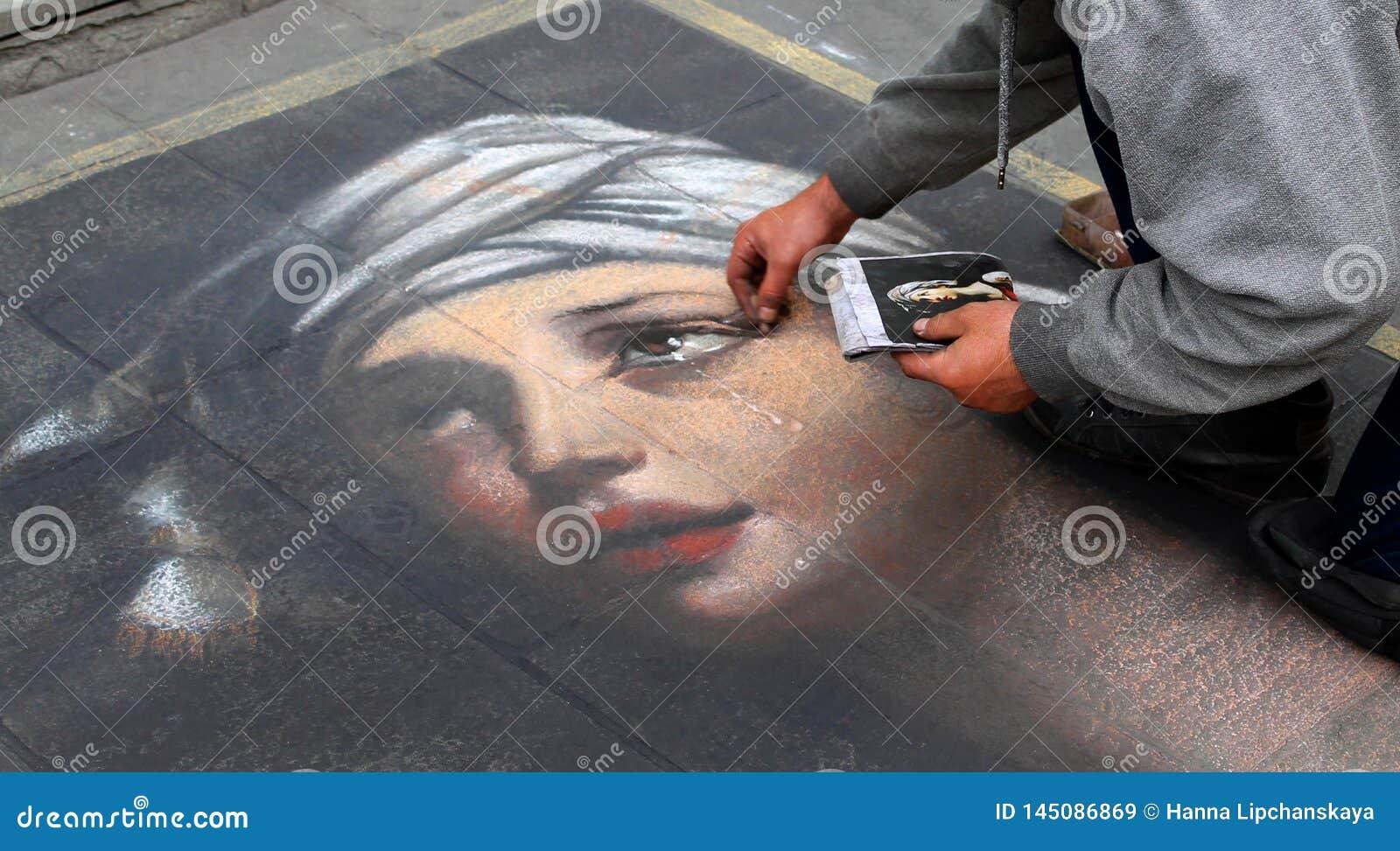 Artysta maluje portret dziewczyna