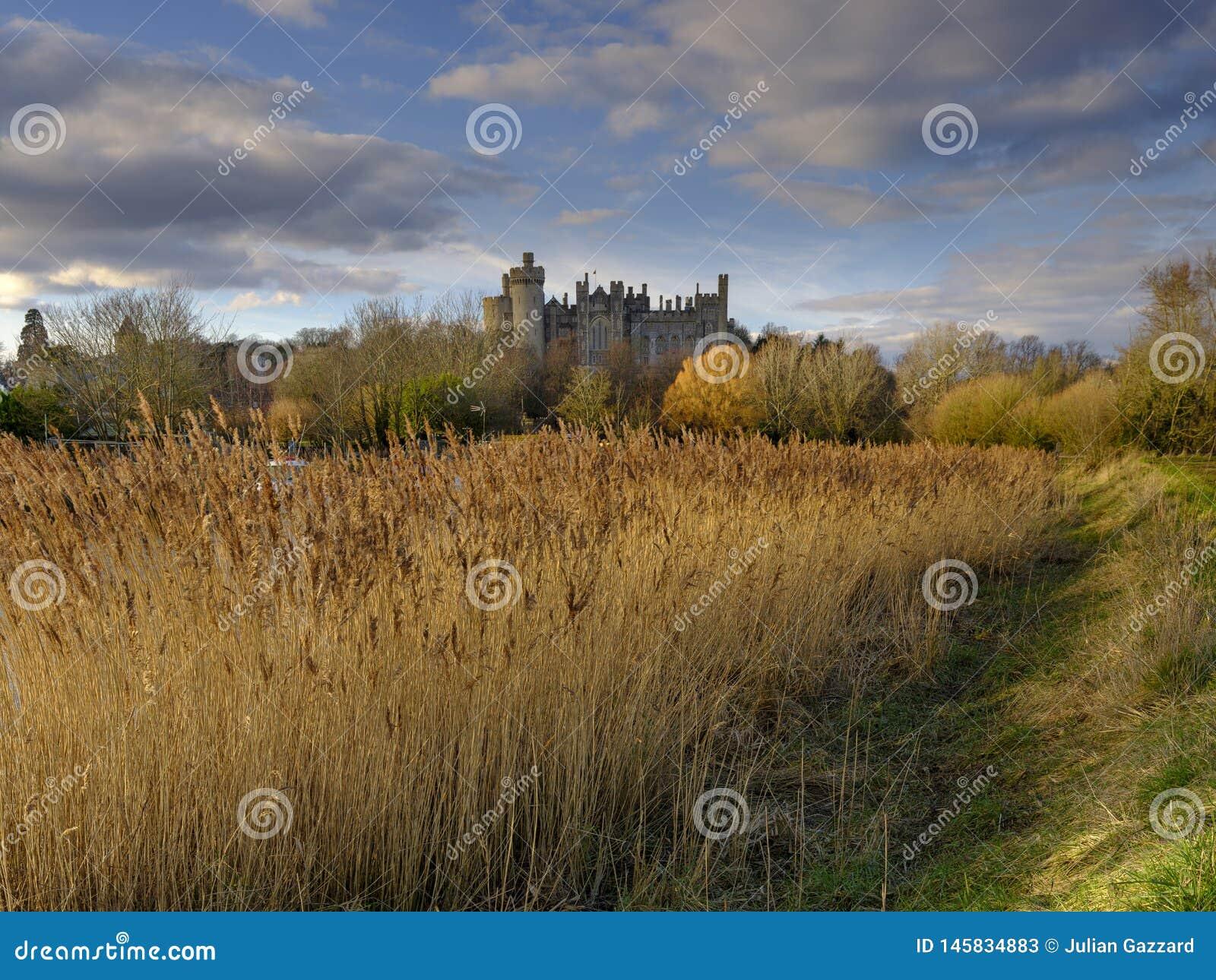 Arundel slott och stad p? floden Arun, v?stra Sussex, UK
