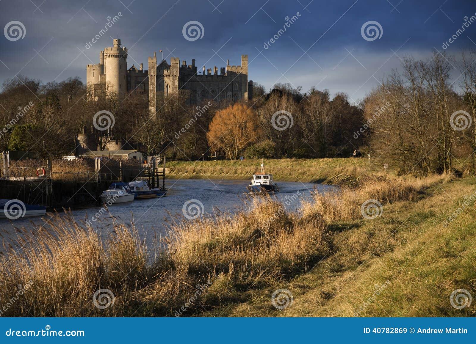 Arundel slottengland ängar som omger sussex, visade västra