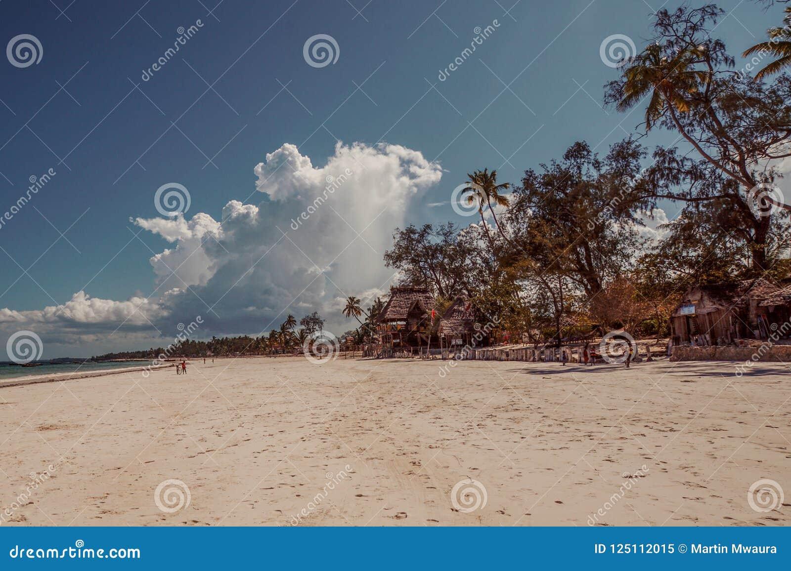 As areias brancas de Uroa encalham, baía de Uroa, Zanzibar, Tanzânia