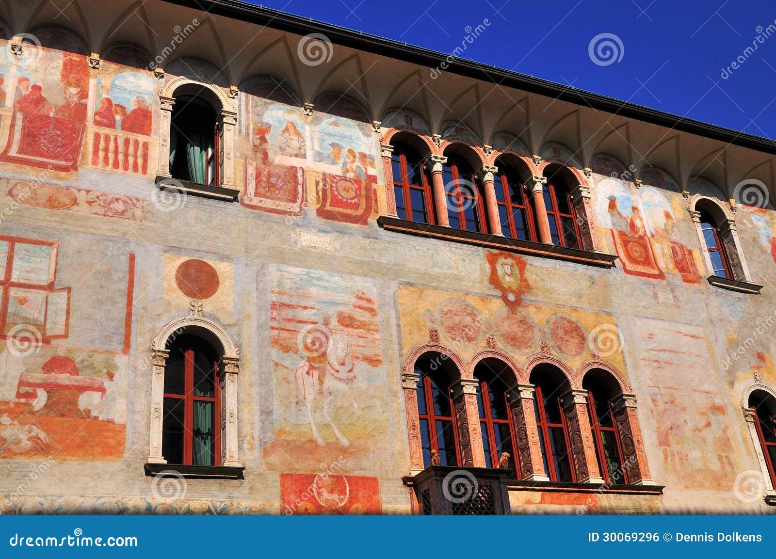 Casas com fresco, Trento, Italia.