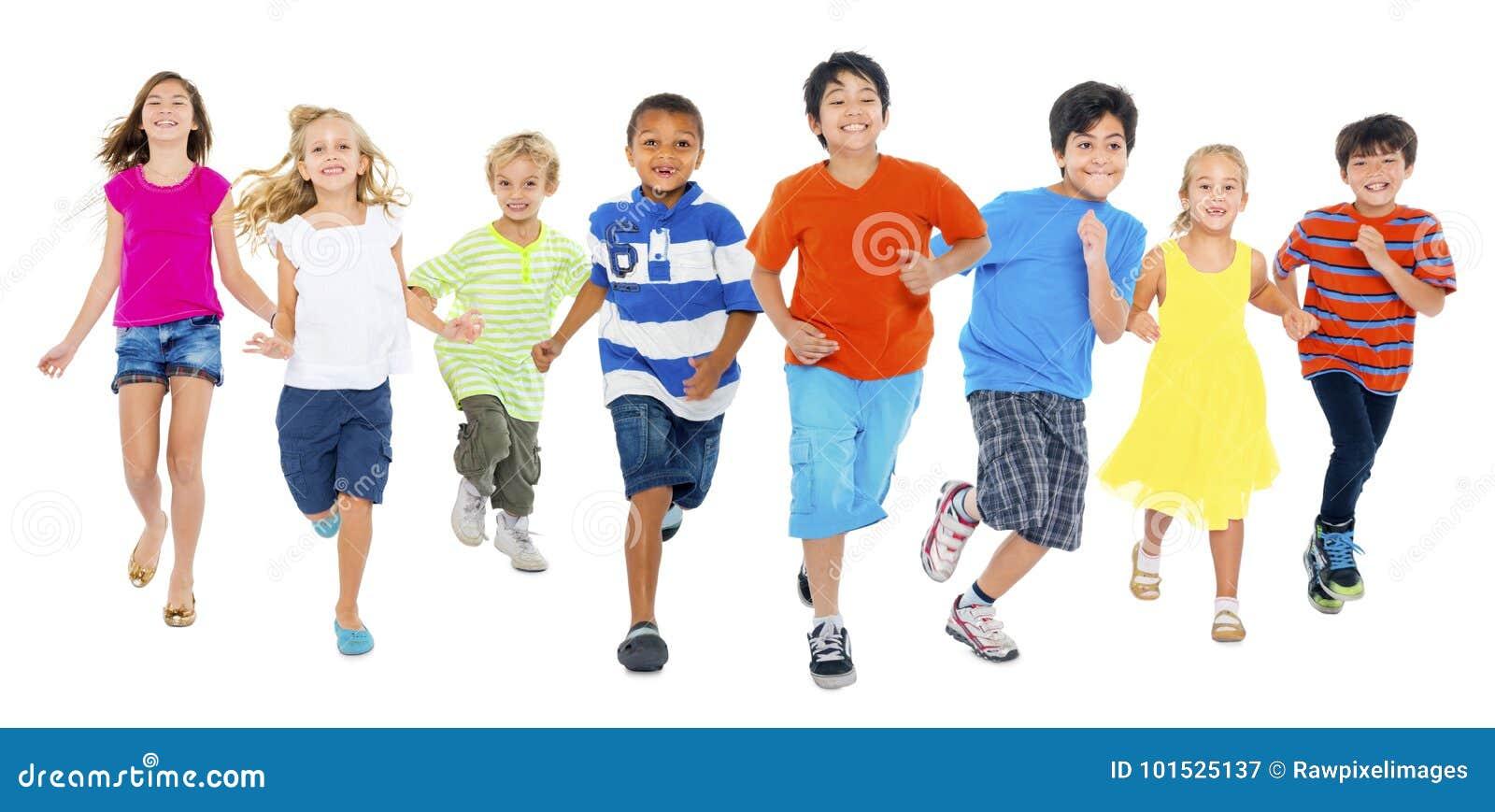 As crianças são de corrida e de jogo junto
