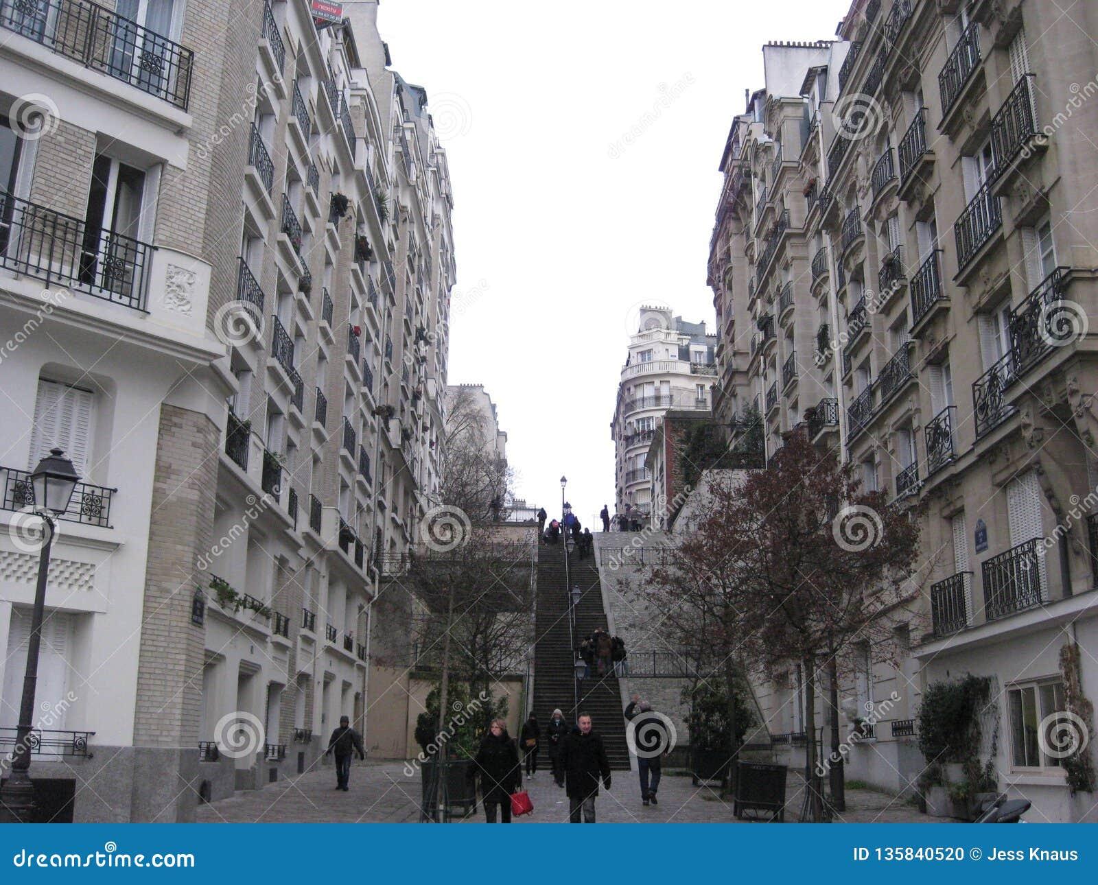 """As escadas altas que conduzem ur a Sacré-CÅ """"em Paris"""