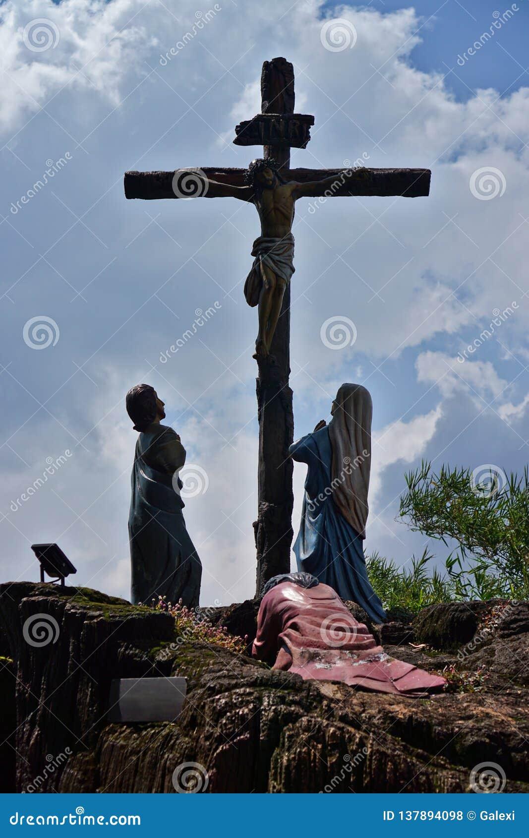 As estátuas de Jesus crucificaram