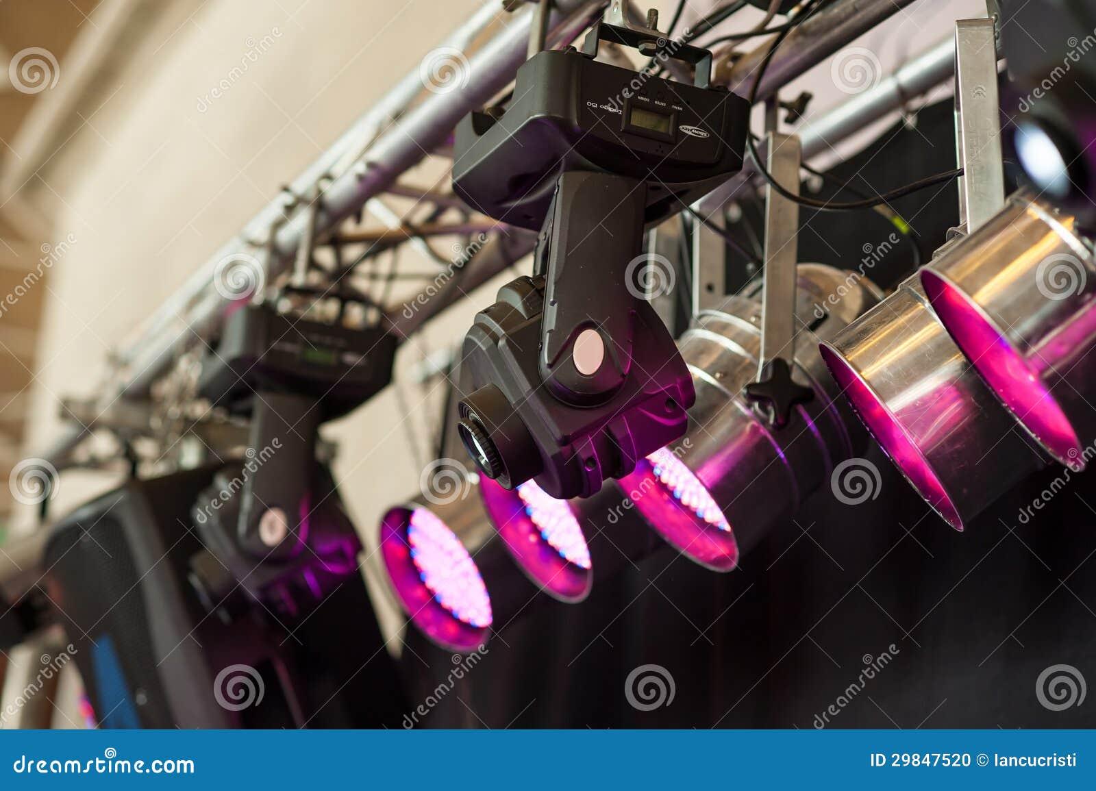 As estruturas da iluminação de fase iluminam o equipamento