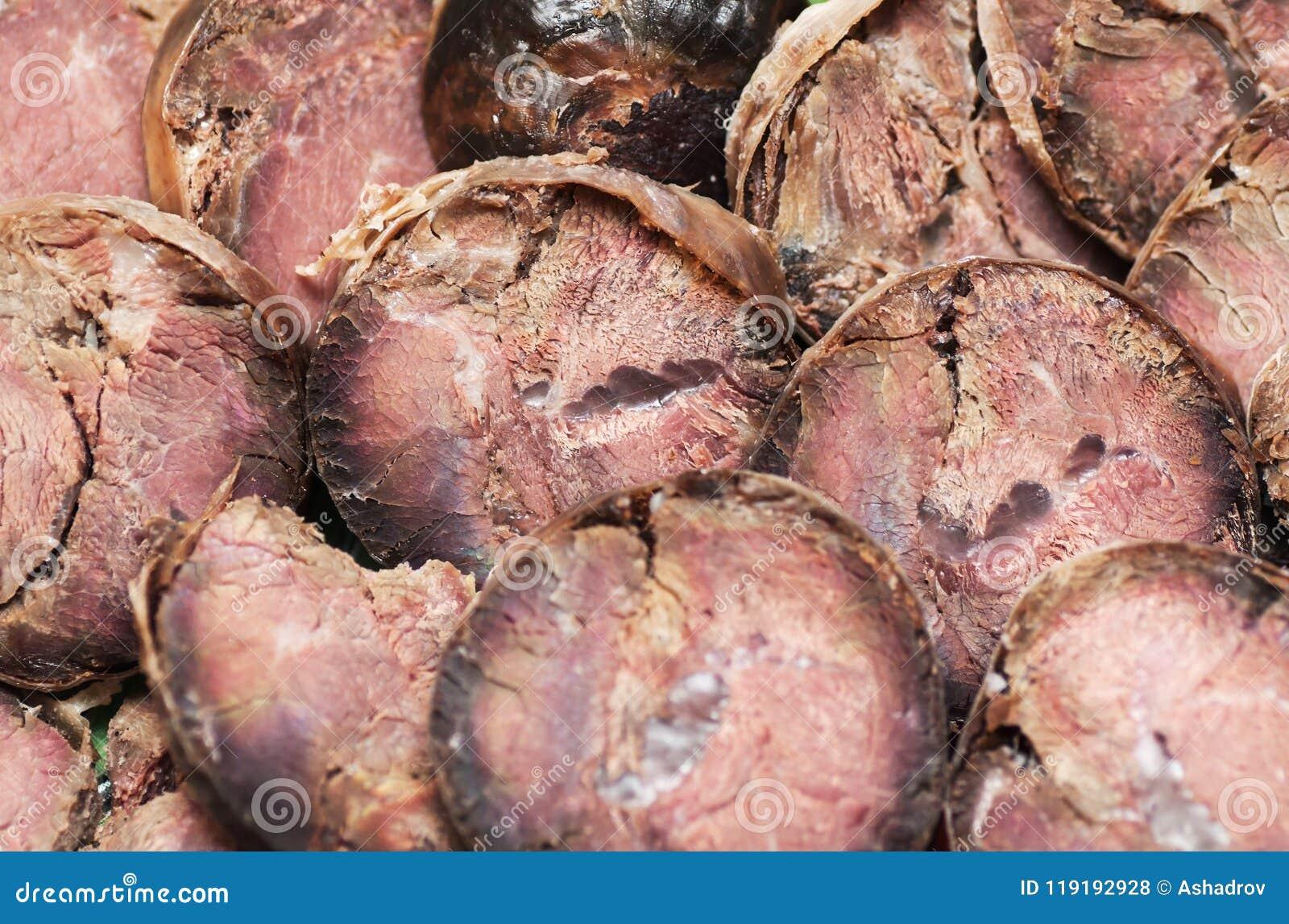 As fatias do corte de salsicha do cavalo feito da carne delicacy