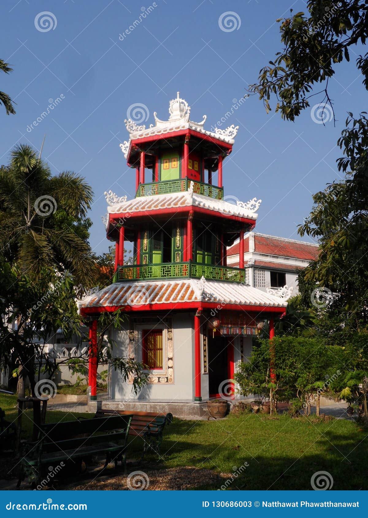 As fotos do parque do jardim em Banguecoque, Tailândia lá são muitos lugares interessantes tailandeses e turistas estrangeiros Ve