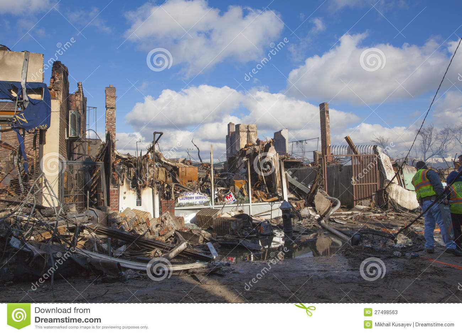 As HOME sentam smoldering após o furacão