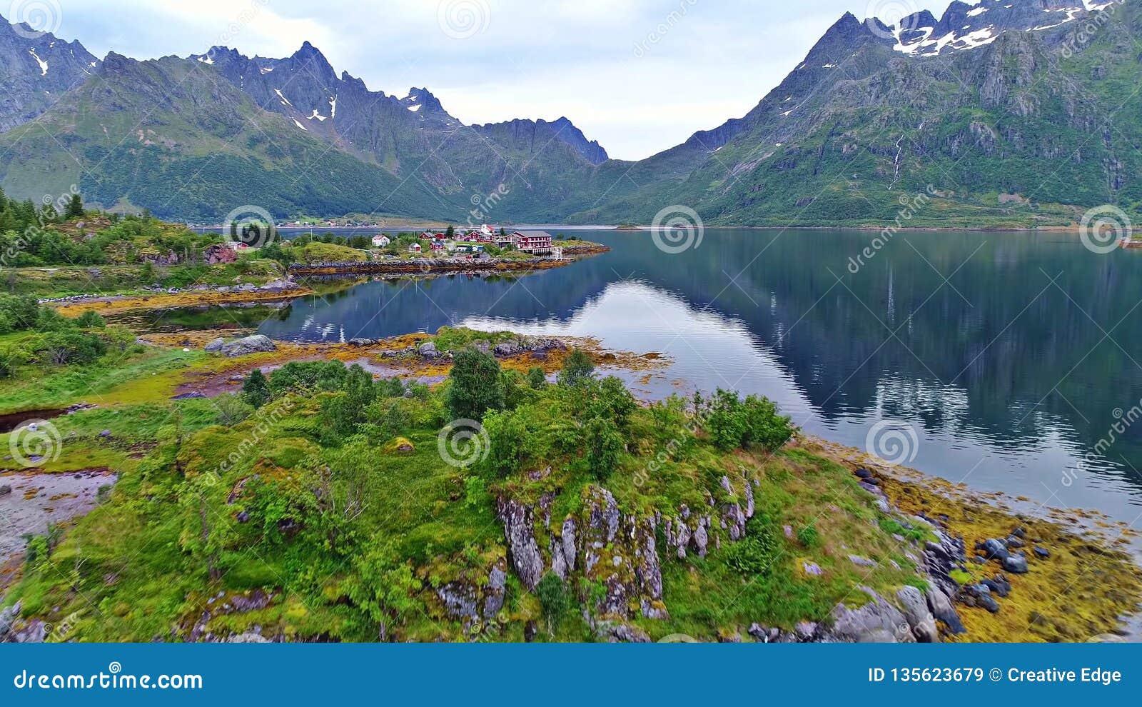As ilhas de Lofoten são um arquipélago no condado de Nordland, Noruega