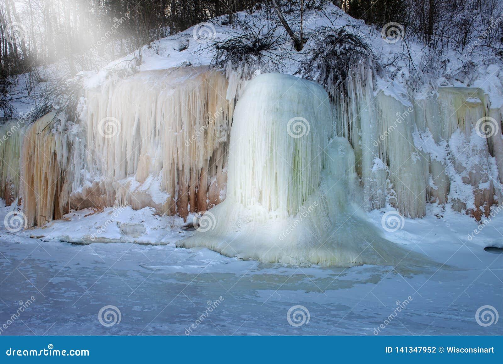 As ilhas do apóstolo congelam cavernas, inverno, curso Wisconsin