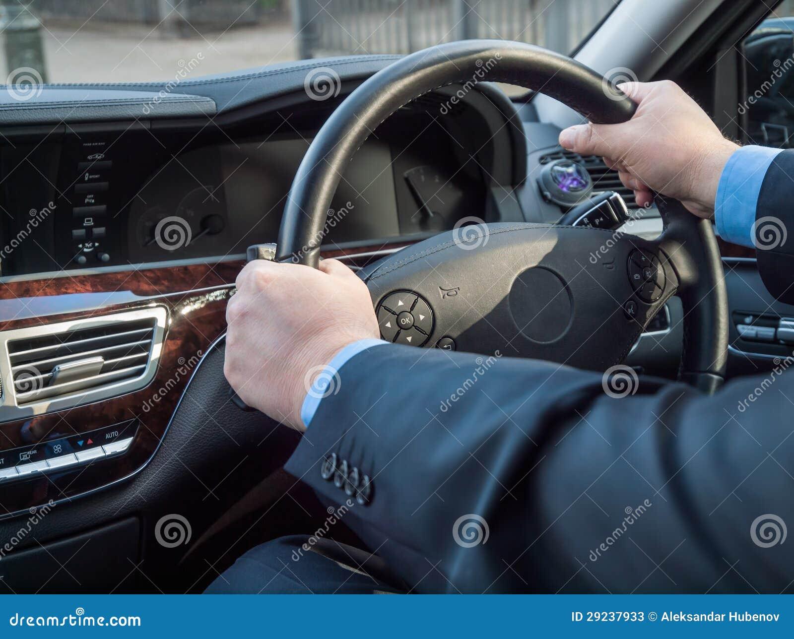 Download As mãos do Chauffeur imagem de stock. Imagem de azul - 29237933