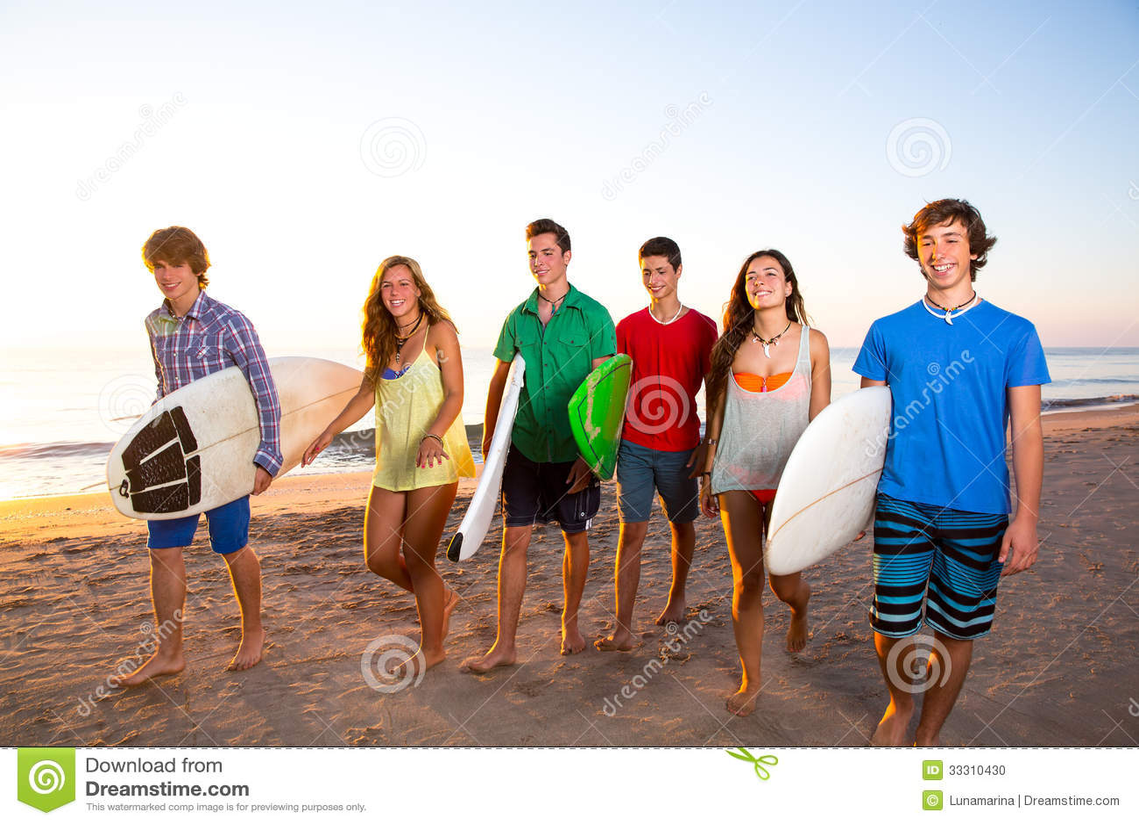 Meninas adolescentes na praia - ptdreamstimecom