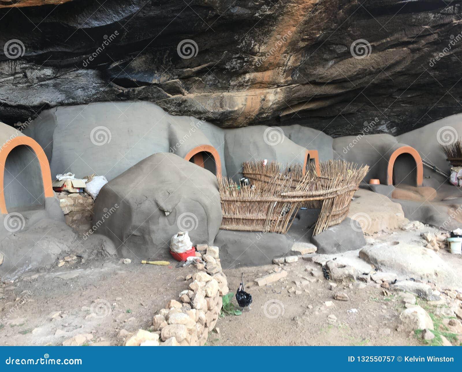As moradias de caverna de Kome as cavernas de Kome