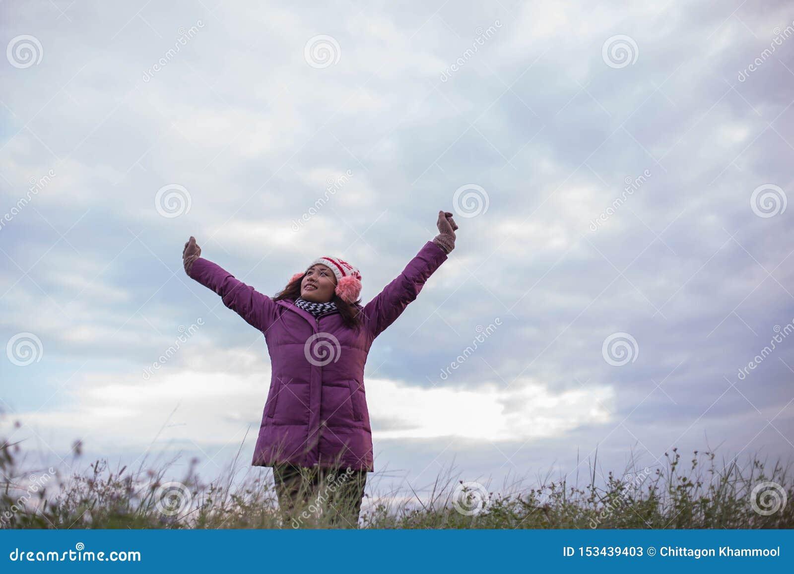 As mulheres estão felizes no inverno