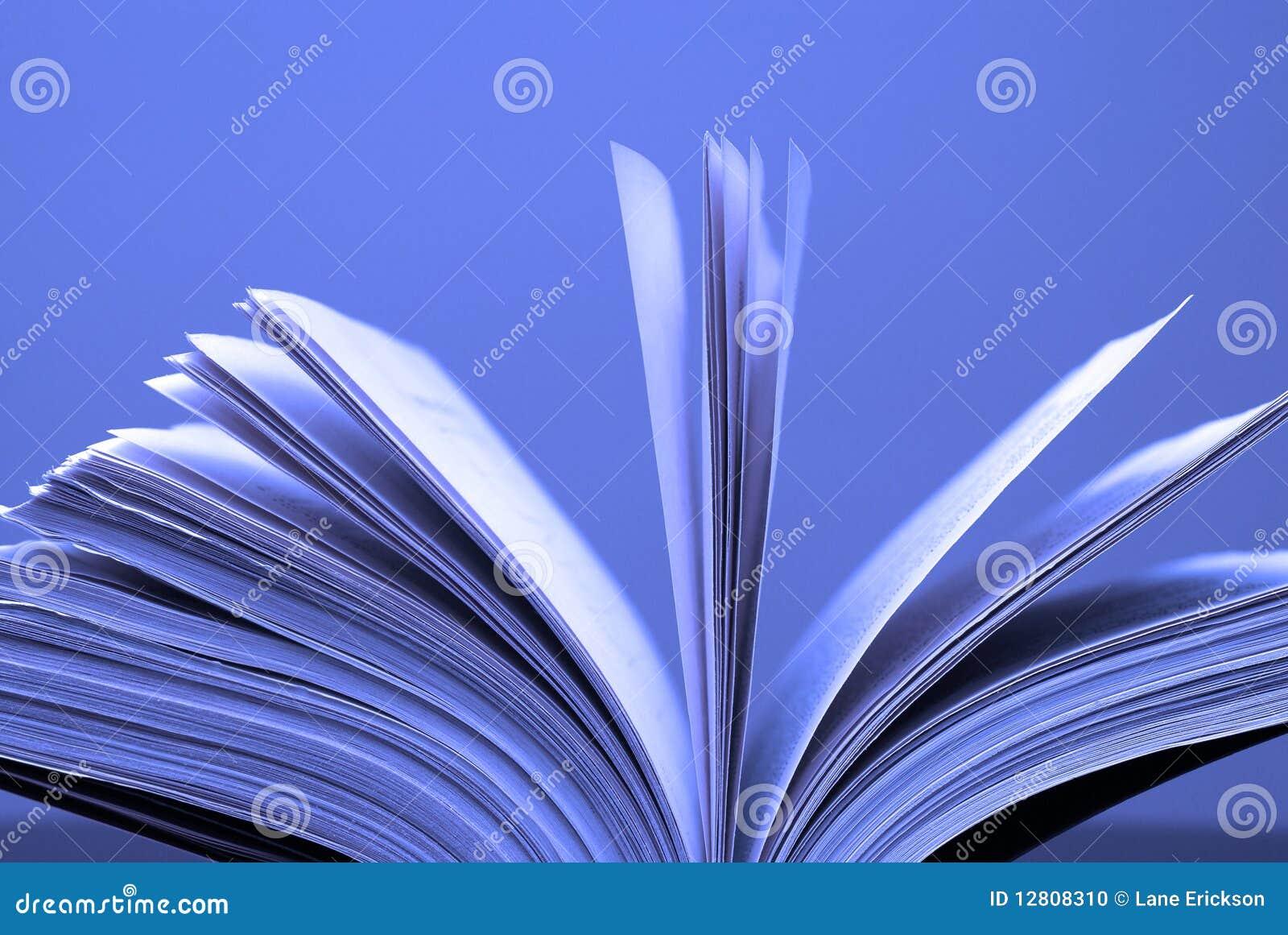 As páginas do livro abrem
