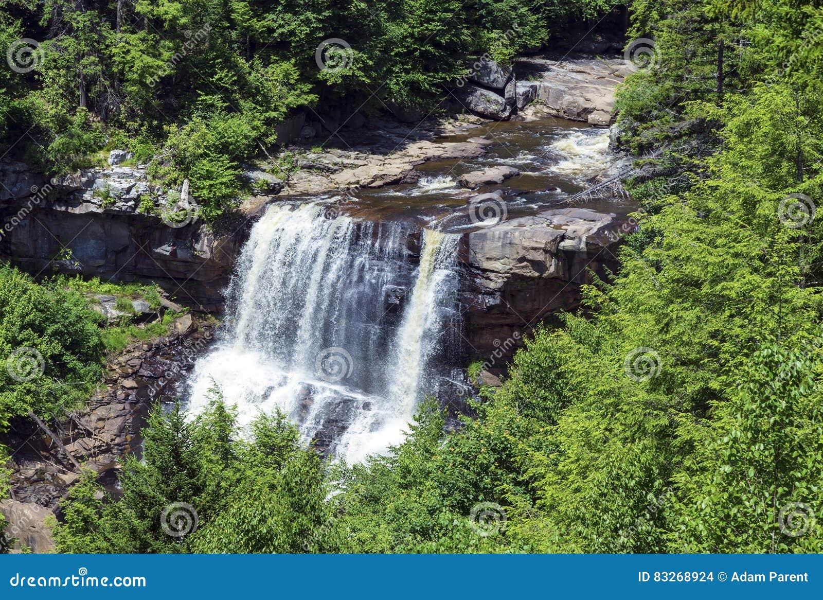 As quedas do Blackwater no Blackwater caem parque estadual em West Virginia