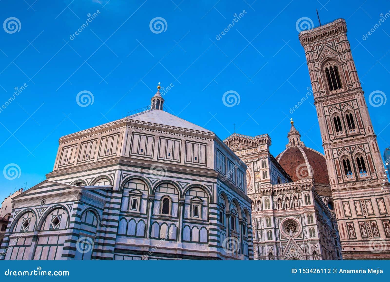 As quedas do crepúsculo sobre o Baptistery de St John, Campanile de Giotto e de Florence Cathedral consagraram em 1436