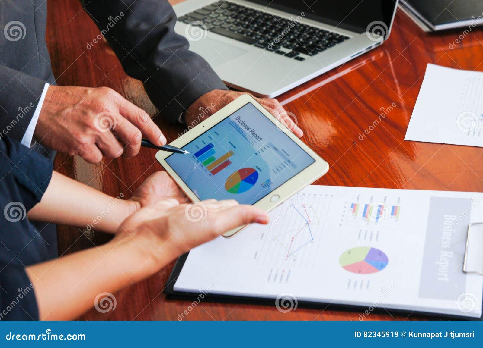 As reuniões de negócios, originais, análise de vendas, análise resultam