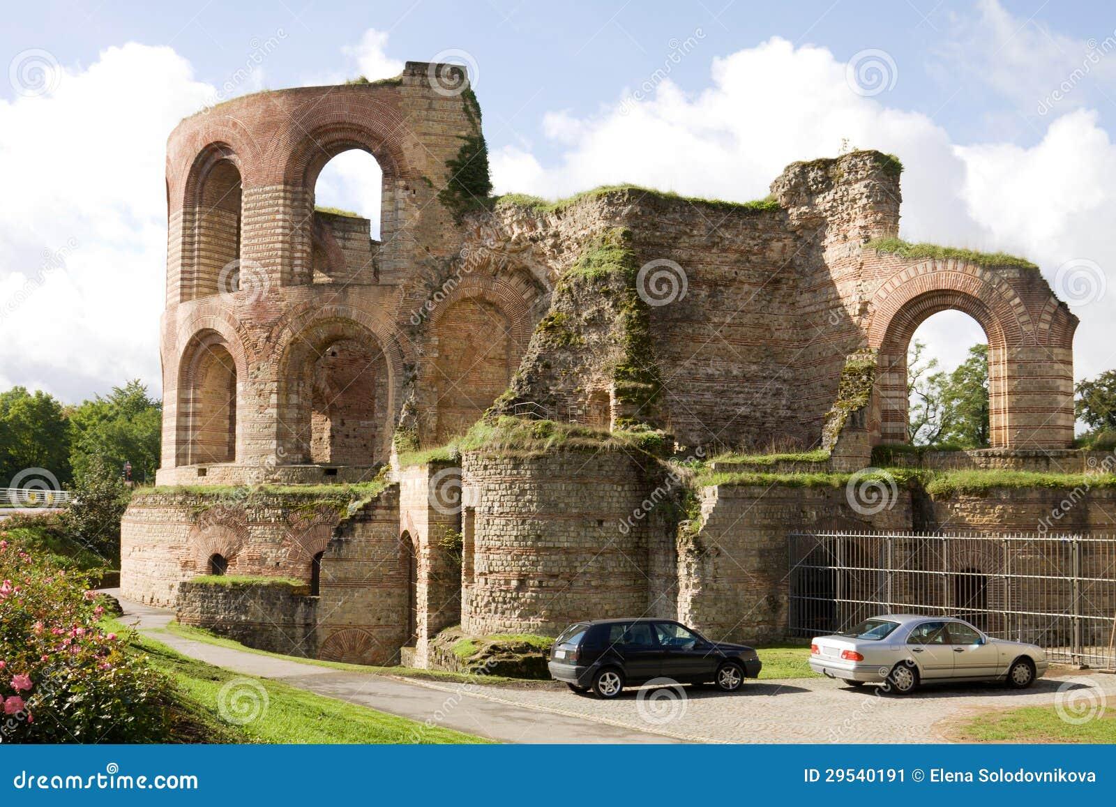 As ruínas de thermae imperiais no Trier, Alemanha