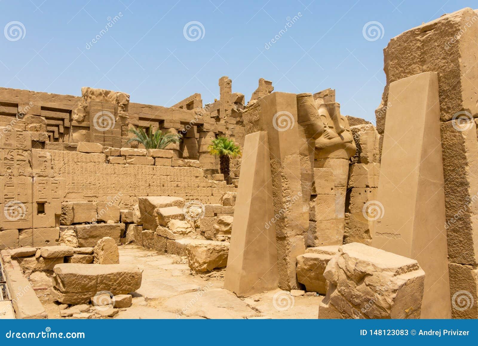 As ruínas de um templo egípcio antigo, Karnak, Luxor