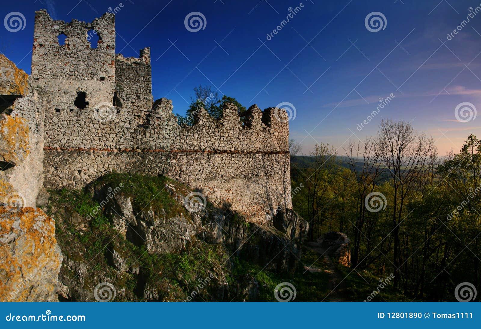 As ruínas do castelo Tematin