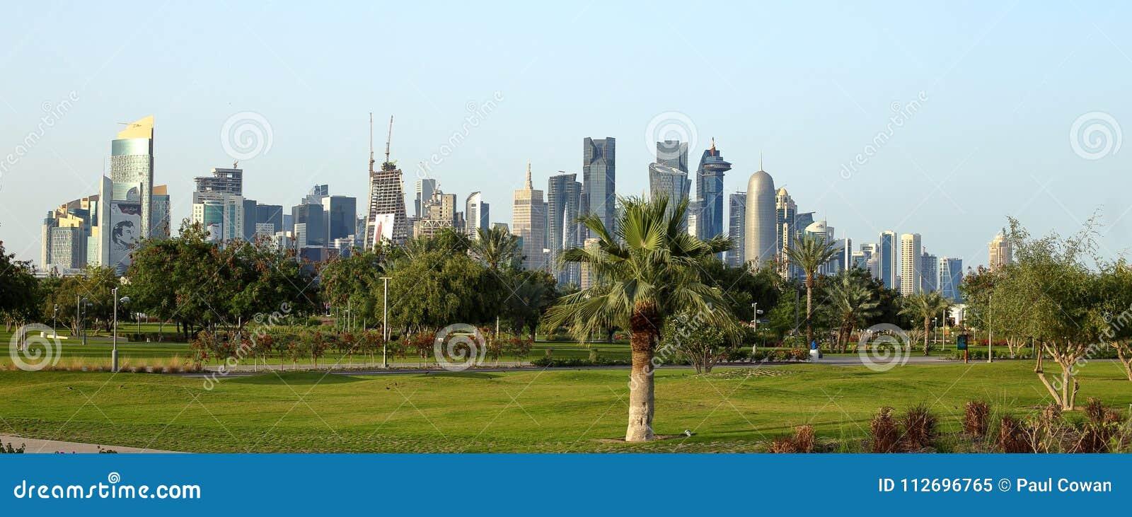 As torres vistas de Bidda estacionam em Doha, Catar