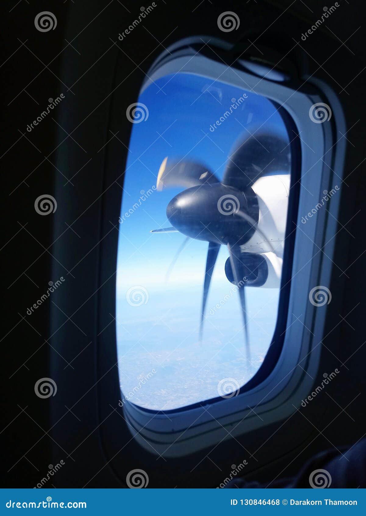 Asa da rotação para ver completamente as janelas do avião