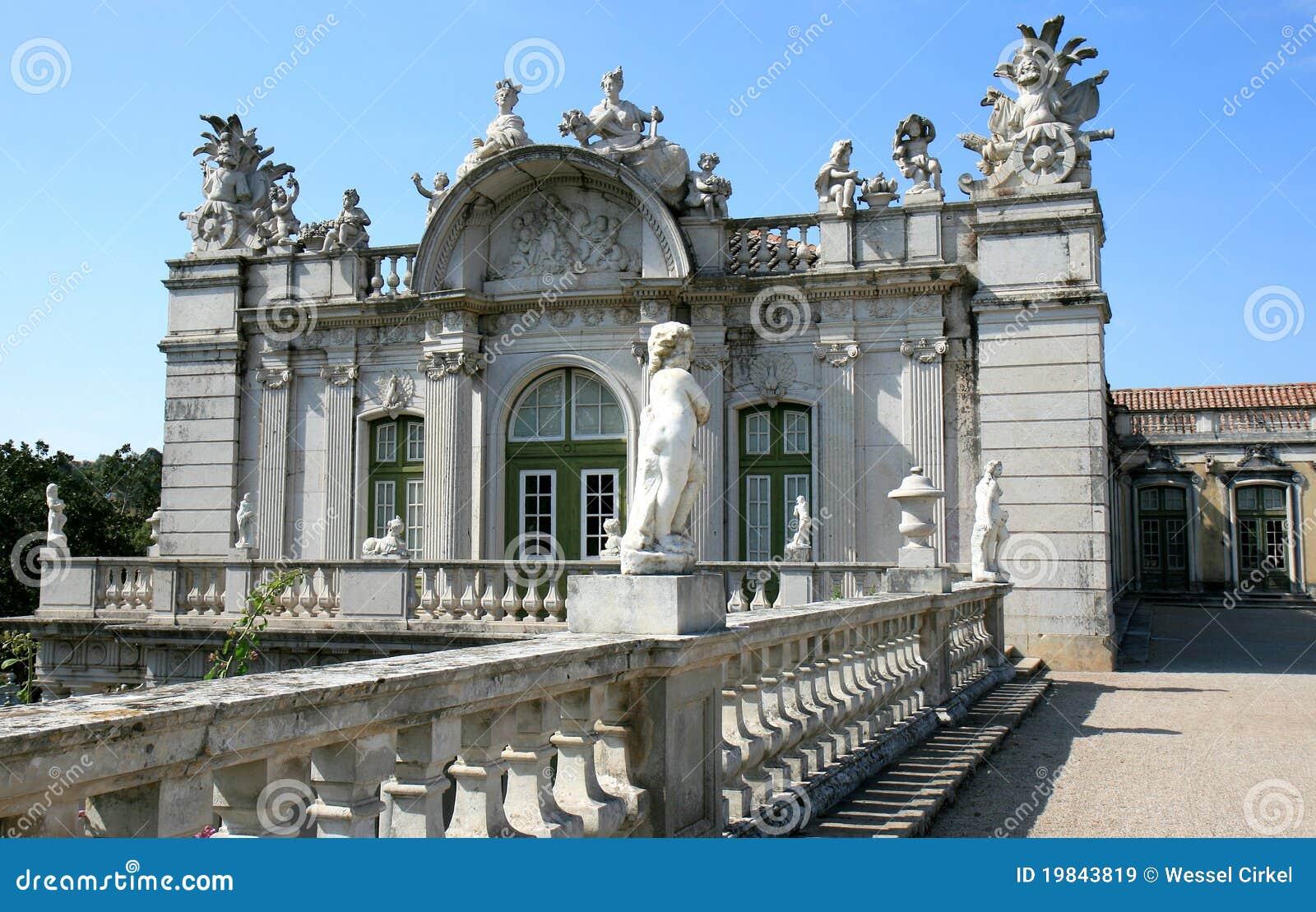 Asa e statuary barrocos, palácio do nacional de Queluz