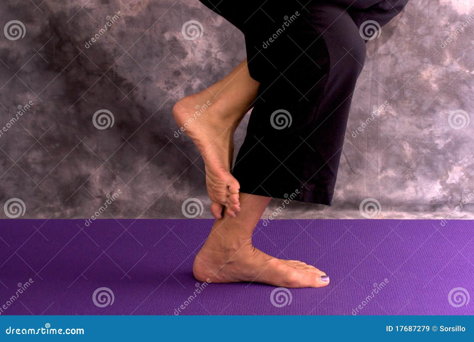 Asana orła cieki pozują womans joga