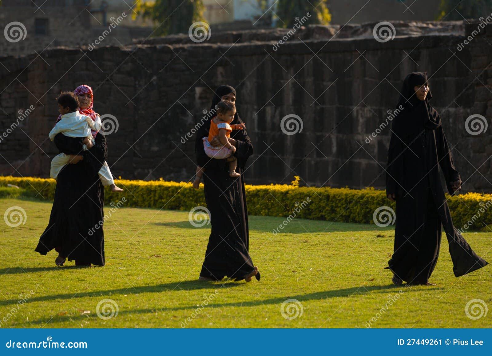 Asar Mahal arruina la familia musulmán Bijapur del parque