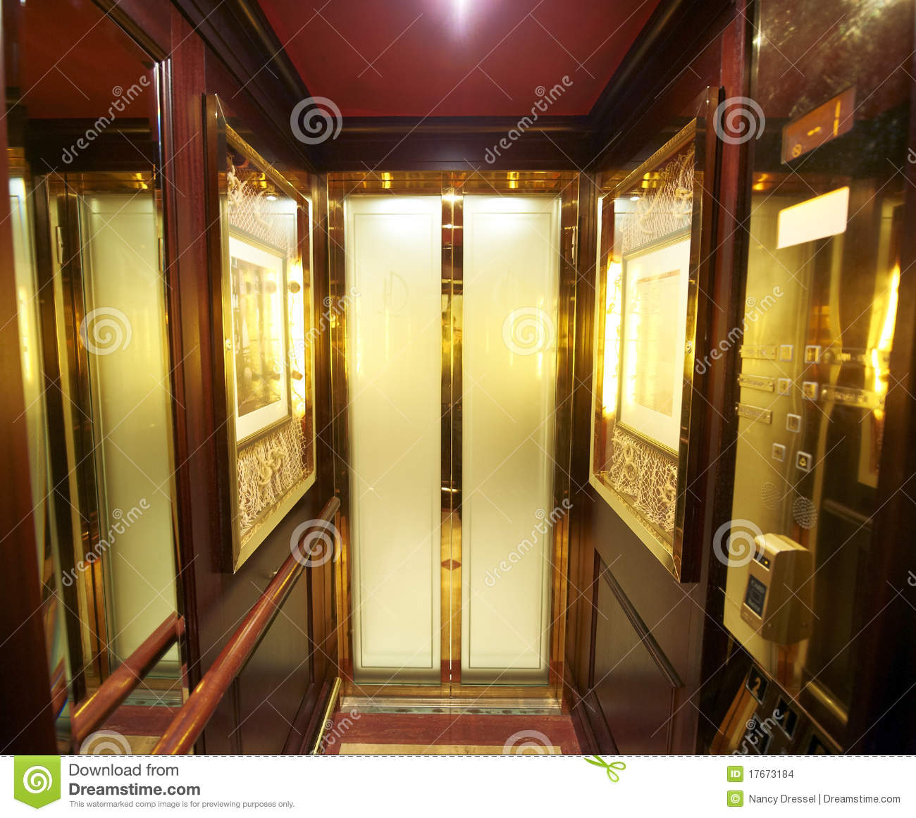 Ascenseur de luxe int rieur images stock image 17673184 for Ascenseur interieur