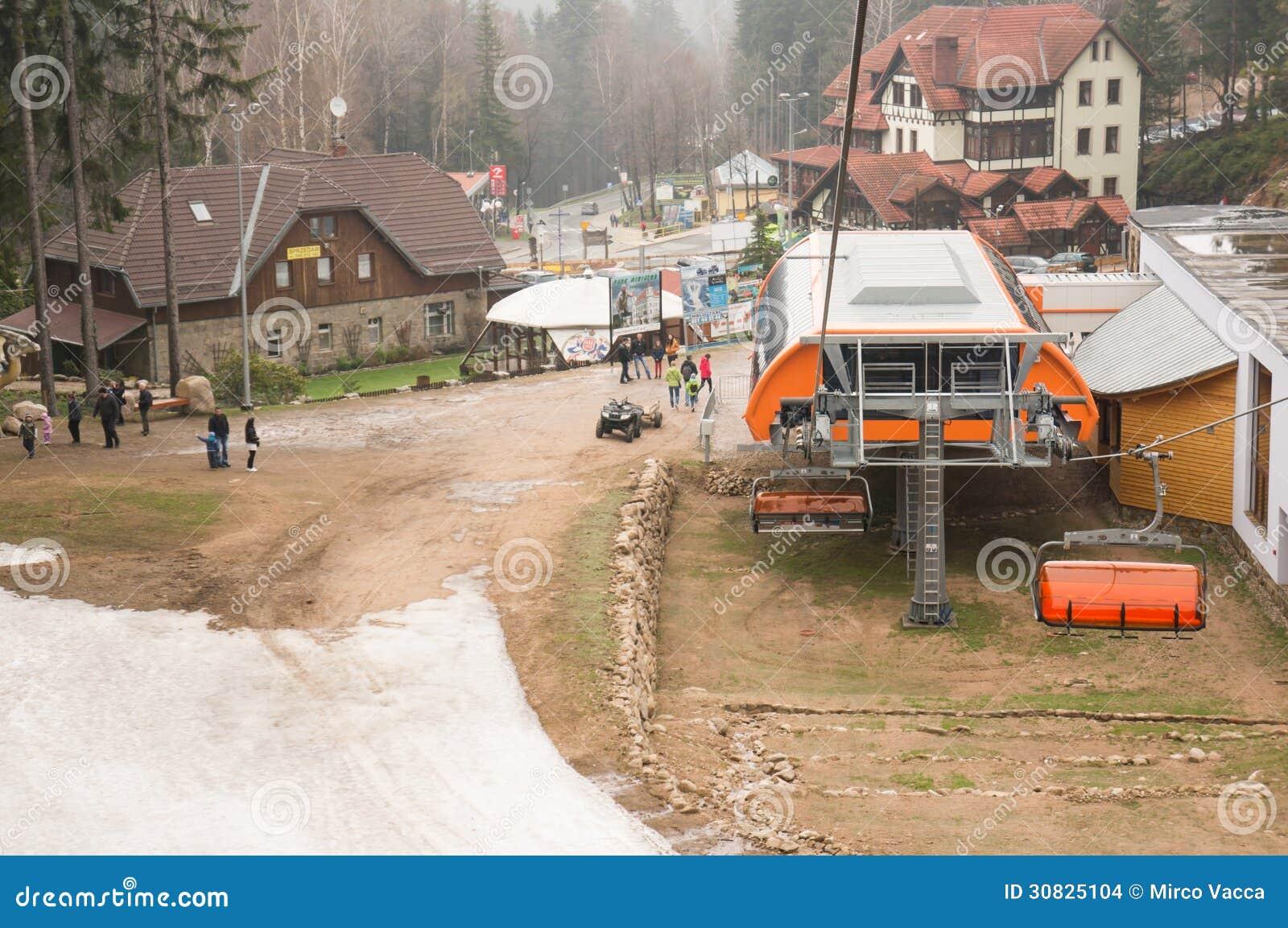 Ascensore di sci alla montagna di Karpacz