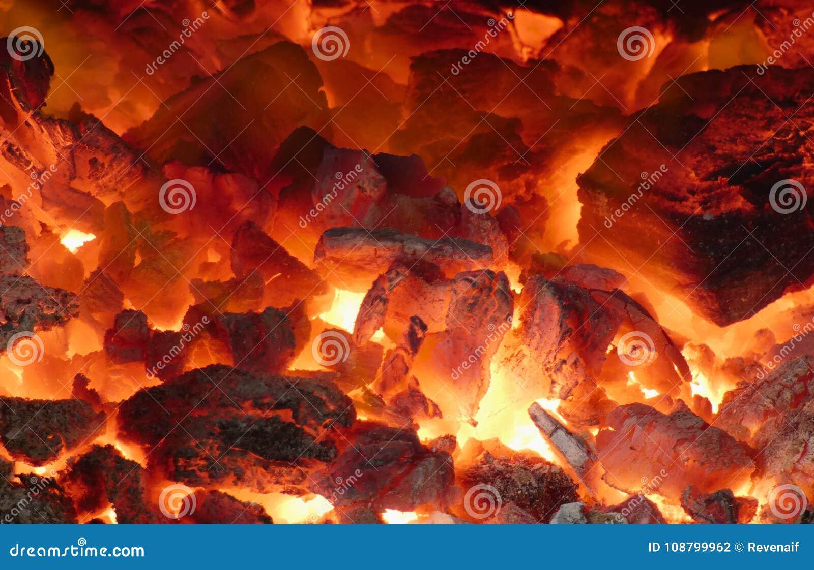 Ascuas en la chimenea - calor
