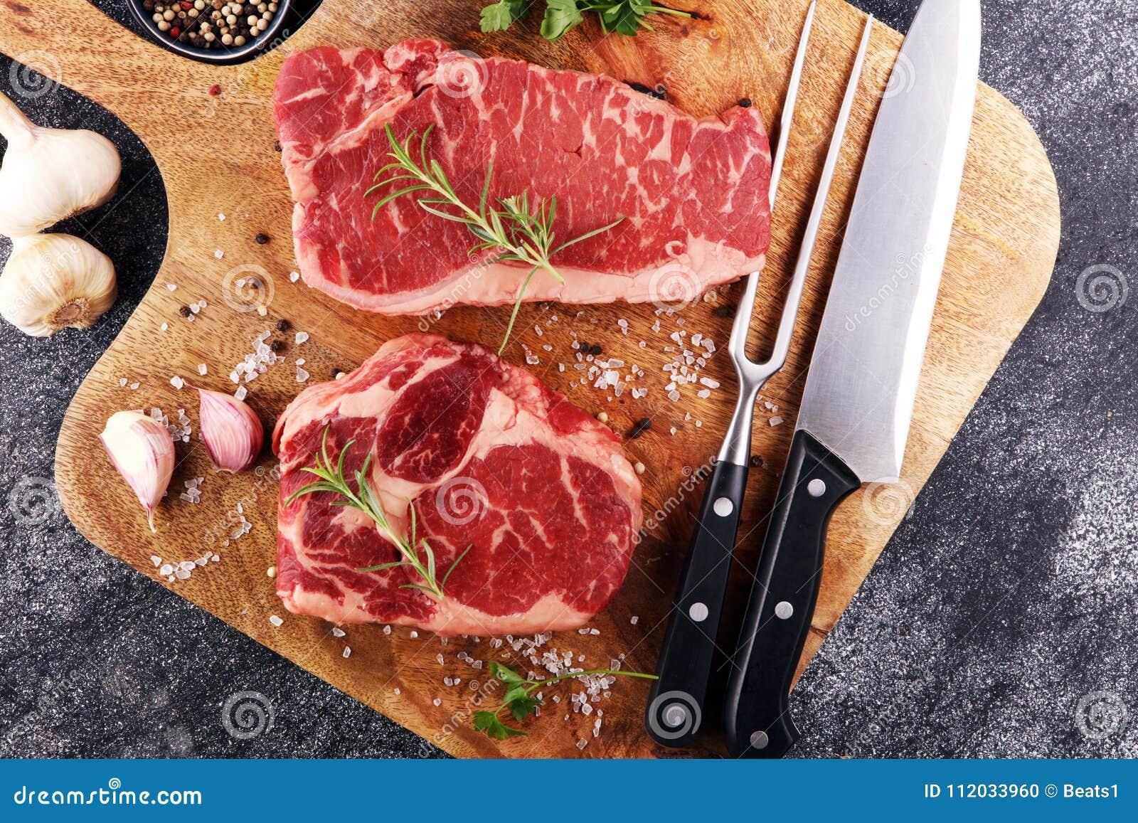 Ase a la parilla a Rib Eye Steak, filete envejecido seco del bistec de costilla de Wagyu