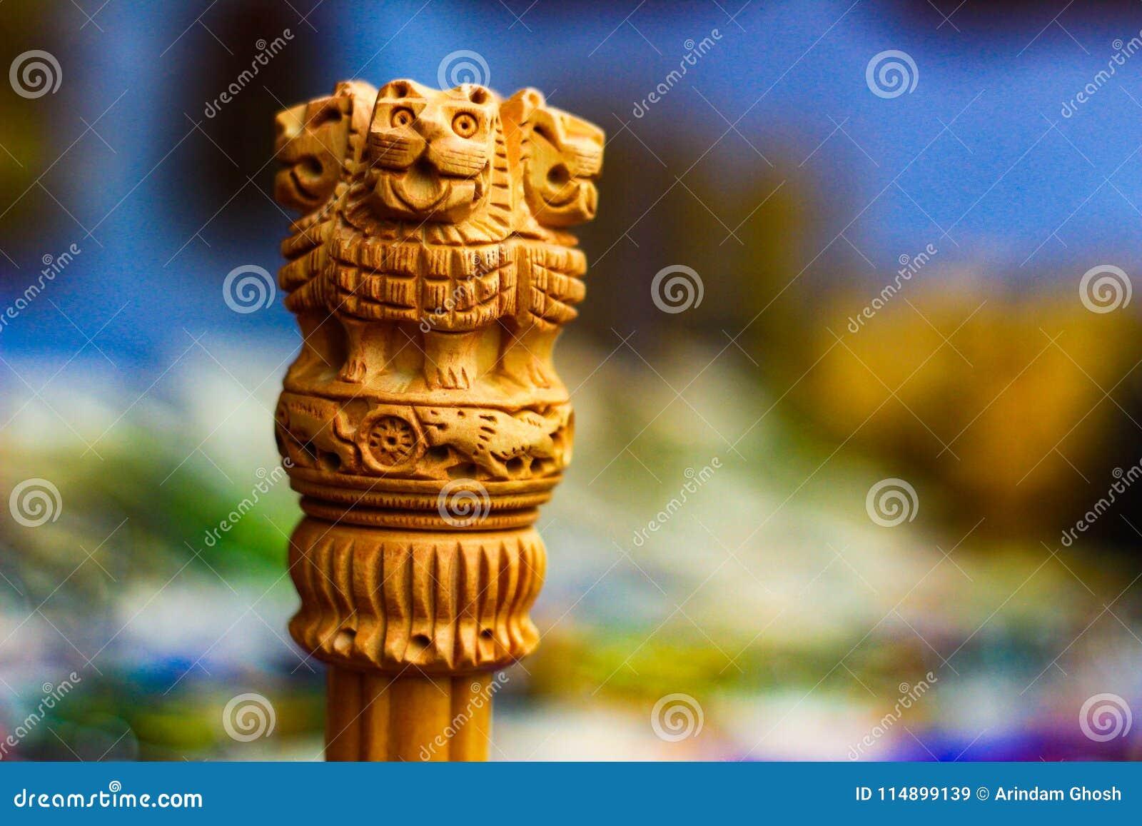 Ashoka Stambha微型木复制品  一座古老历史的印地安纪念碑 Ashoka,印地安国徽的狮子面孔Pliiar