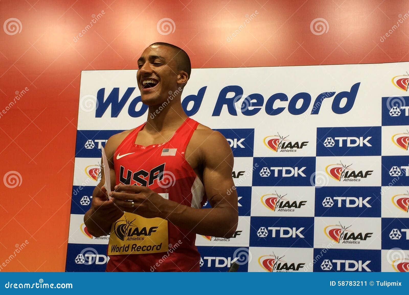 Ashton Eaton av Förenta staterna ställde in ett världsrekord i tiokampen på IAAF-världsmästerskapen 2015