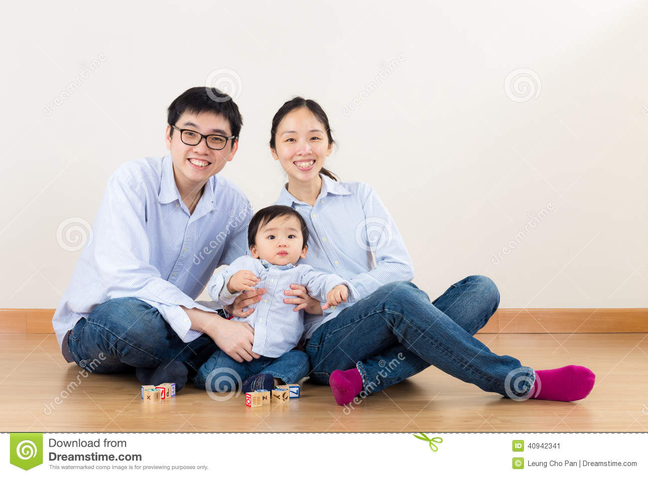 Asia family play together
