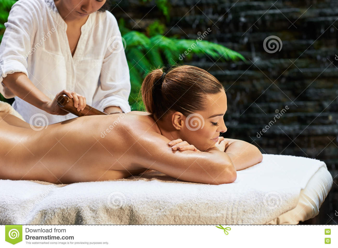 Hot stone massage for lower back pain-7113