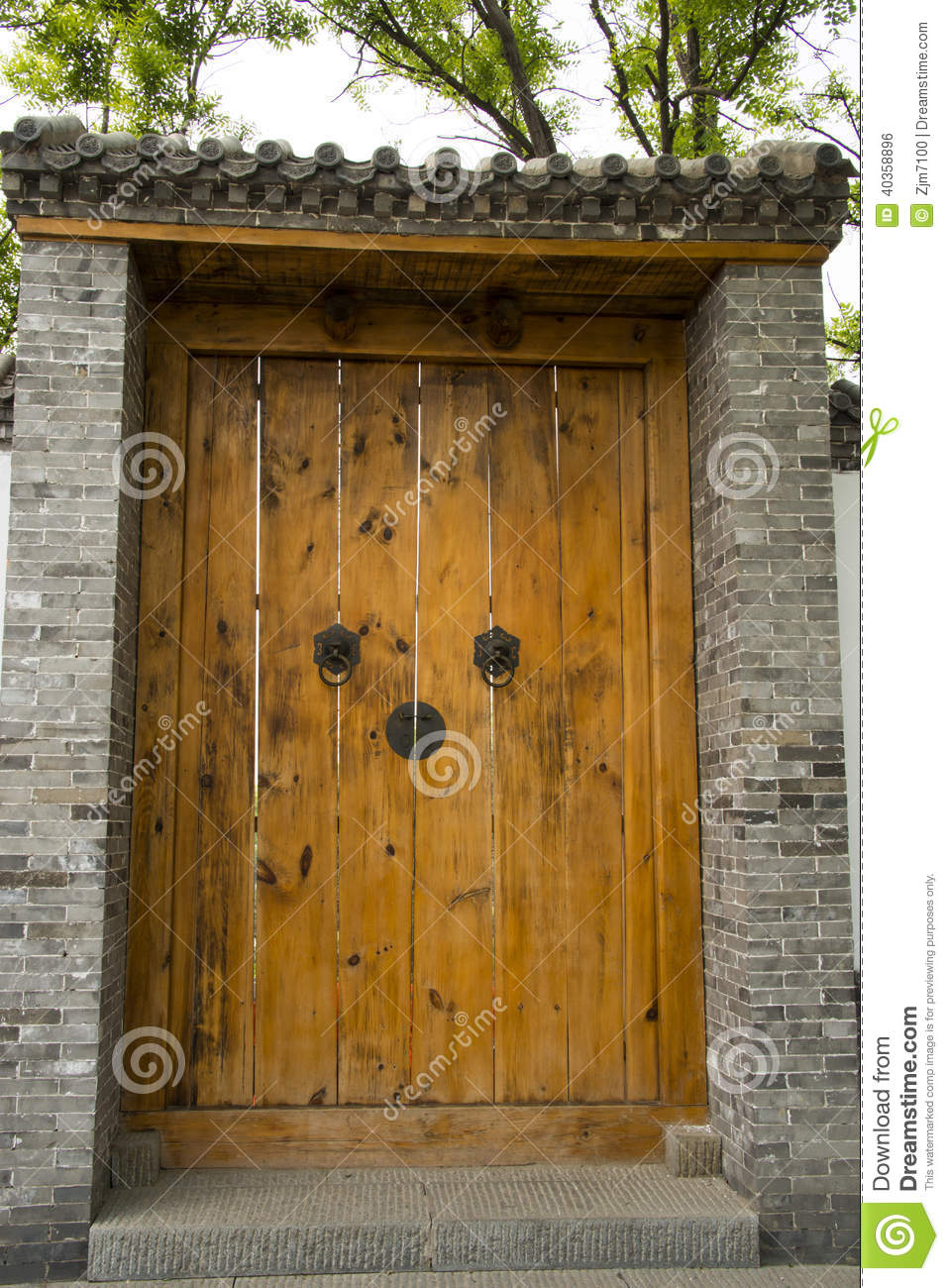 Asian China antique buildings, large wooden doors, - Asian China Antique Buildings, Large Wooden Doors, Stock Photo